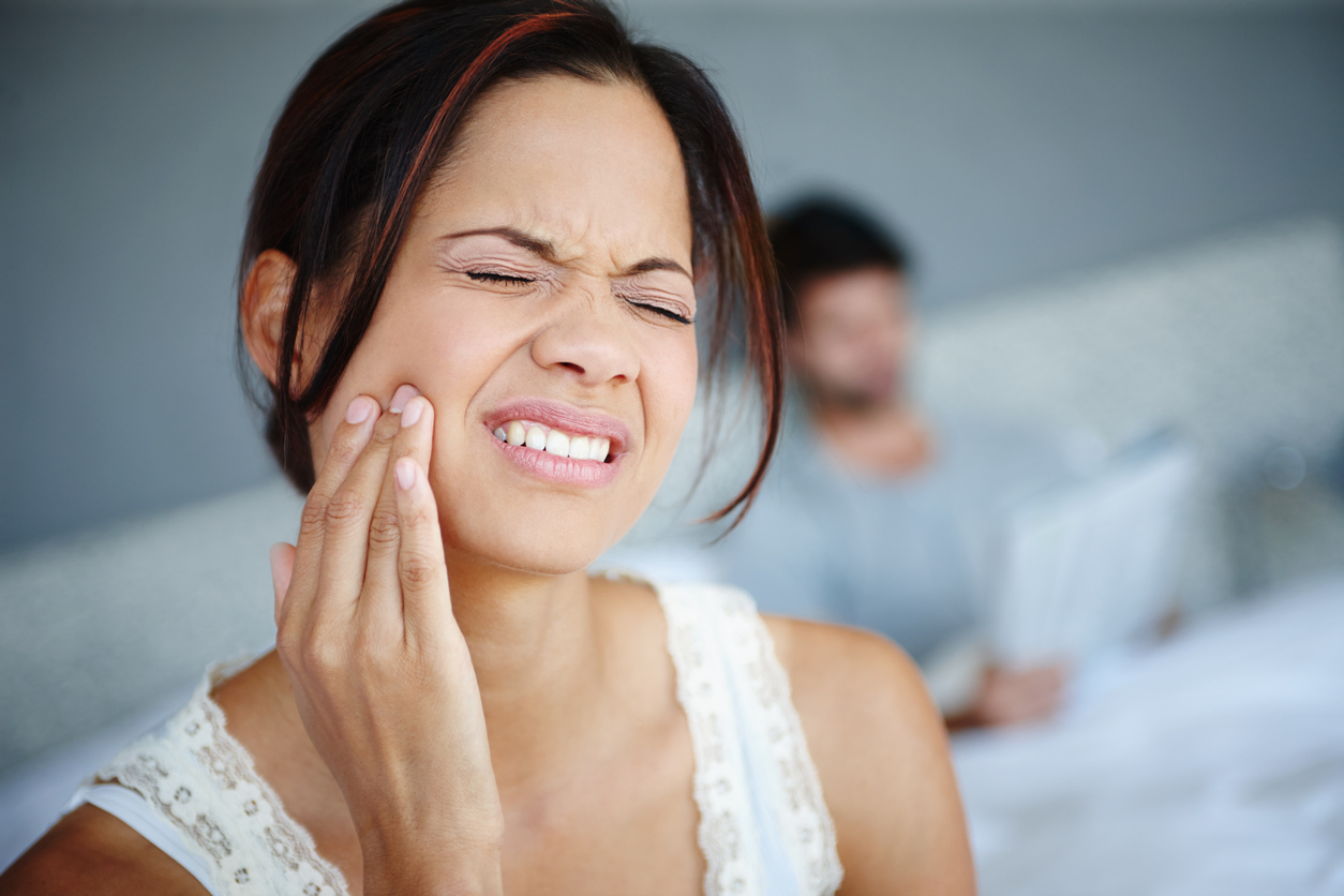 Should I go to the ER for tooth pain?